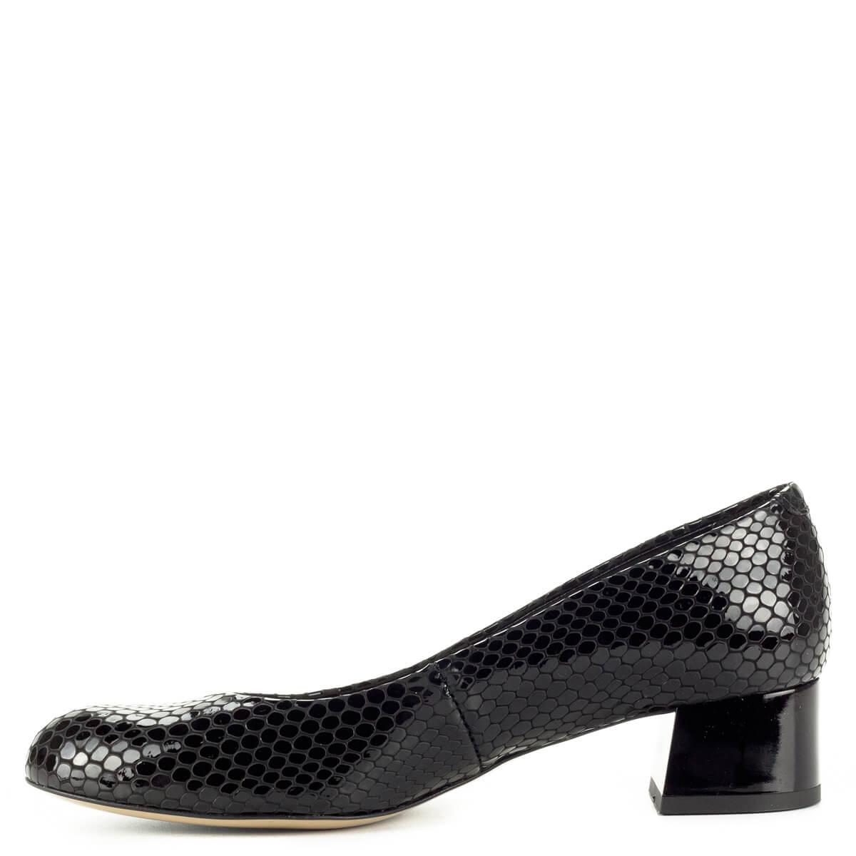 ... Fekete Kotyl lakk bőr cipő mintás felsőrésszel és bőr béléssel. Sarka  kb 4 cm magas ... 929eae8646