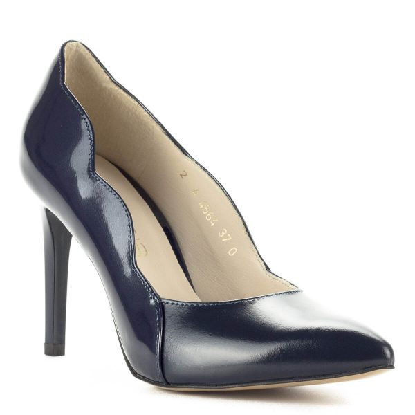 Magas sarkú kék Anis bőr körömcipő 9 cm magas sarokkal. Oldalán kecses hullámvonal fut végig, bőr és lakk bőr kombinálásával készült, a cipő bélése bőr