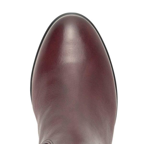 Bordó Caprice bőr csizma 5 cm magas sarokkal, plüss béléssel. A csizma természetes bőrből készült, klasszikus, díszítés nélküli fazon. Szára 37 cm hosszú.