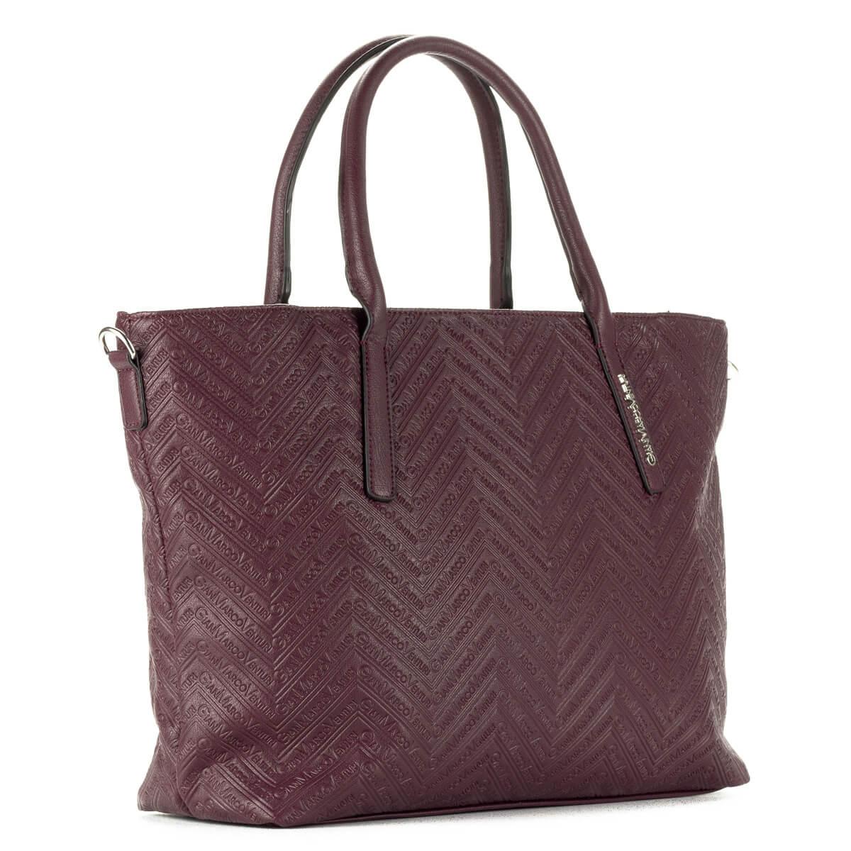 GianMarcoVenturi nagy méretű bordó női táska nagy belsővel. A táska tartozéka egy hosszú vállpánt. Nagy méretű pakolós táska.