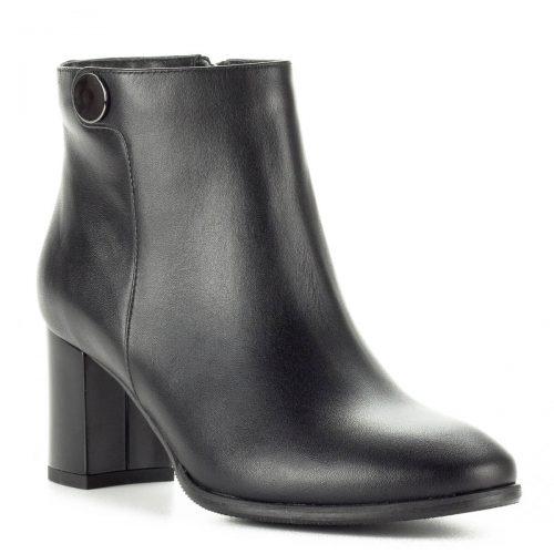 Kotyl fekete bőr bokacsizma 6,5 cm magas sarokkal, boka részén kör alakú fém dísszel. Felsőrésze természetes bőr, bélése vastag textilbélés.
