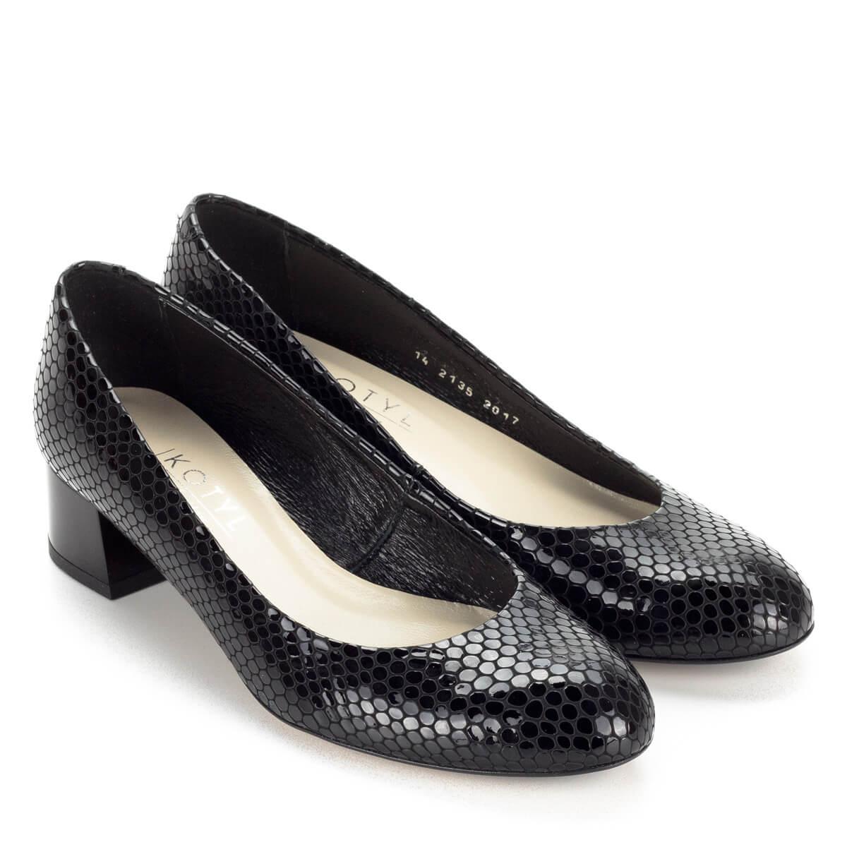 Fekete Kotyl lakk bőr cipő mintás felsőrésszel és bőr béléssel. Sarka kb 4  cm magas ... 9ac94bd75f