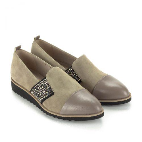 Luca Cavialli belebújós női bőr cipő bézs színben, oldalán díszített gumi betéttel. A cipő ingyenes kiszállítással rendelhető.