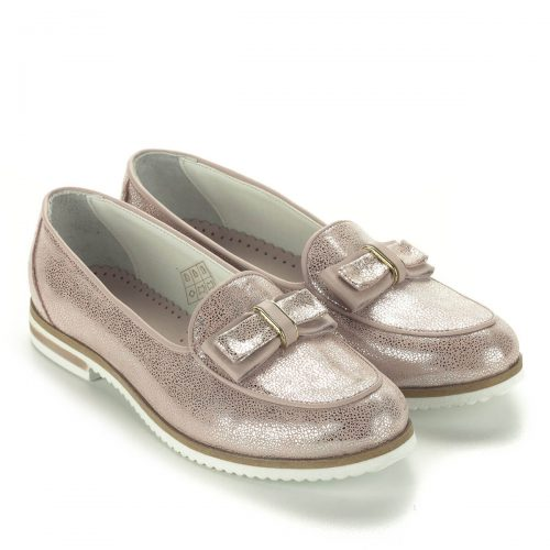 Anna Viotti rózsaszín bőr cipő masni dísszel. Felsőrésze és bélése is természetes bőr. A cipő ingyenes házhozszállítással rendelhető.