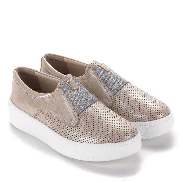 Drapp Anna Viotti bőr cipő bőr béléssel. Belebújós fazon, a lábfej részen ezüst színű gumi pánttal. Ingyenes házhozszállítással.