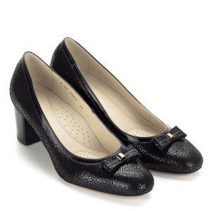 Elegáns Anis női bőr cipő 5,5 cm magas sarokkal, párnázott bőr talpbéléssel. Felsőrésze strukturált bőrből készült, elejét masni díszíti.