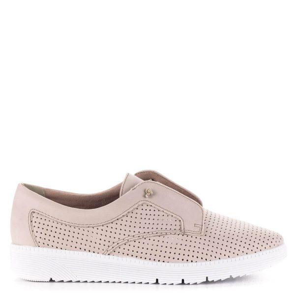 Púder színű Tamaris cipő fehér gumi talppal és puha talpbéléssel. A cipő szellős, lyukacsos felsőrésszel készült, pillekönnyű, nagyon kényelmes.