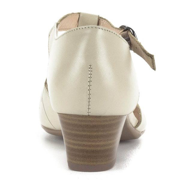 Alpina bézs pántos szandálcipő G szélességű talppal, kb 4 cm magas sarokkal. Pántja csattal állítható, kívül-belül bőrből készült. Lézervágott minta díszíti