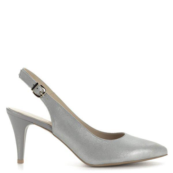 Anis ezüstszürke tűsarkú szandálcipő csillogós bőr felsőrésszel és bőr béléssel. Sarka 7,5 cm magas, pántja csattal szabályozható.