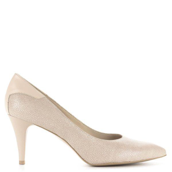 Bézs magassarkú Anis cipő 7,5 cm magasságú sarokkal. A cipő bőrből készült, bélése is természetes bőr. Klasszikus hegyes orrú alkalmi cipő.