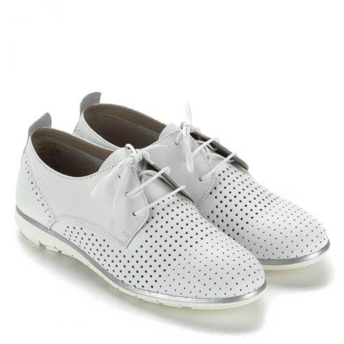 Fehér fűzős Tamaris bőr cipő gumi talppal. Szellős, lyukacsos felsőrésszel készült, nagyon kényelmes. Talpán vékony ezüst csík fut körbe.