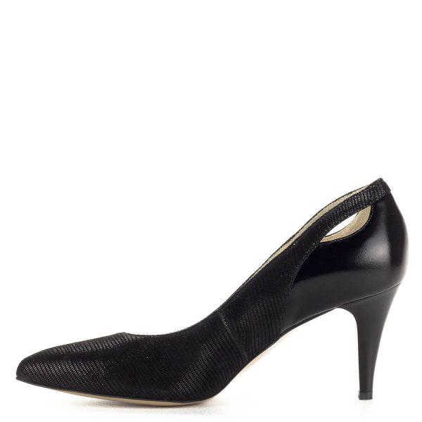 Fekete Anis magassarkú cipő strukturált bőrből. A körömcipő 7,5 cm magas sarokkal, bőr béléssel készült. Nagyon kényelmes, jó sarokállású cipő.