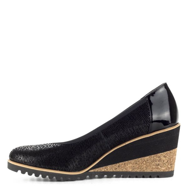 Fekete Bioeco női cipő 7 cm magas sarokkal. A telitalpú cipő kényelmes, az egész talpat támasztja. Anyaga természetes bőr, bélése természetes bőr.