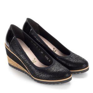 Fekete Bioeco női cipő 7 cm magas sarokkal. A telitalpú cipő kényelmes b7ddb838b8