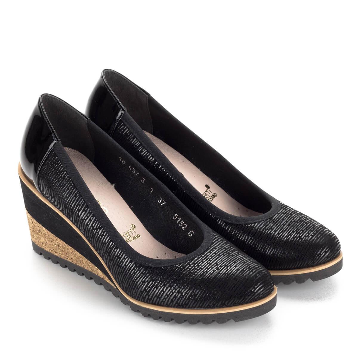 Fekete Bioeco női cipő 7 cm magas sarokkal. A telitalpú cipő