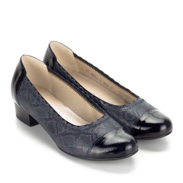 Kis sarkú sötétkék Alpina cipő gumis szegéllyel, G szélességű talppal. A cipő anyaga bőr, bélése bőr. Sarka 3 cm magas.