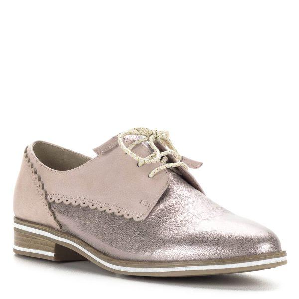 Marco Tozzi rózsaszín fűzős félcipő metálosan csillogó bőr felsőrésszel. Sarka enyhén emelt, az oxford cipőkre jellemző kényelmet biztosít.