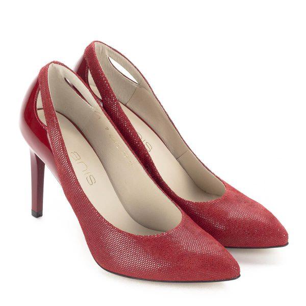 Piros Anis magassarkú körömcipő 9 centis sarokkal, bőrből. Strukturált felületű bőrből készült, kérge lakk. Cipő Webáruházunkból ingyenes szállítással