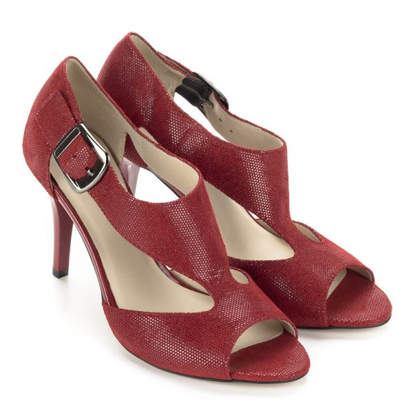 Piros Anis magassarkú szandál. Pántja csattal állítható, nagyon kényelmes magas sarkú szandál. Sarokmagassága kb 9 cm. Ingyenes szállítással rendelhető.