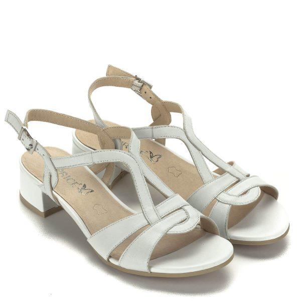 Kis sarkú fehér Caprice bőr szandál 3,5 cm magas sarokkal. A sarok stabilan támaszt, pántjai fogják a lábat. Csattal állítható.