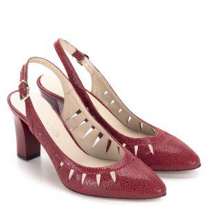 Piros Anis szandálcipő 7,5 cm-es sarokkal. Stabil, kényelmes, elegáns női szandálcipő, anyaga kívül-belül természetes bőr. Bőrén apró mintázat található.