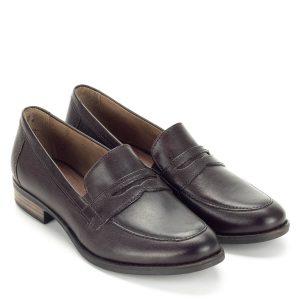 Tamaris barna zárt cipő puha talpbéléssel. Enyhén emelt, 2,5 cm magasságú sarokkal készült, lábfej része zárt. A Tamaris barna zárt cipő elegáns sötétbarna bőr felsőrésszel készült, szoknyához, nadrághoz is kiváló választás, az átmeneti időszak kedvelt darabja. A cipő a Tamaris klasszikus, több szezont megjárt fazonja. - Tamaris 1-24215-21 304