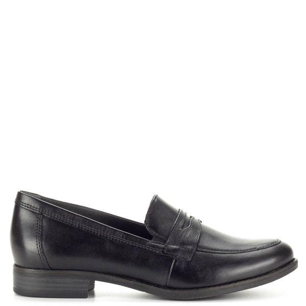 Lapos sarkú fekete Tamaris cipő vastag gumi talppal. Talpbélése puha párnázott, egész napos kényelmet biztosít. A cipő sarka 2,5 cm magas, felsőrésze lábfejen zárt. A lapos sarkú fekete Tamaris cipő természetes bőrből készült, esős, hűvös időben kiváló választás. Szoknyával és nadrággal is remekül kombinálható. - Tamaris 1-24215-21 001
