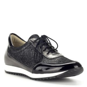 Carla Ricci fűzős női cipő sportos gumi talppal, bőrből. A cipő bélése természetes bőr, felsőrésze ezüstösen csillogó. Nagyon kényelmes, trendi lábbeli.