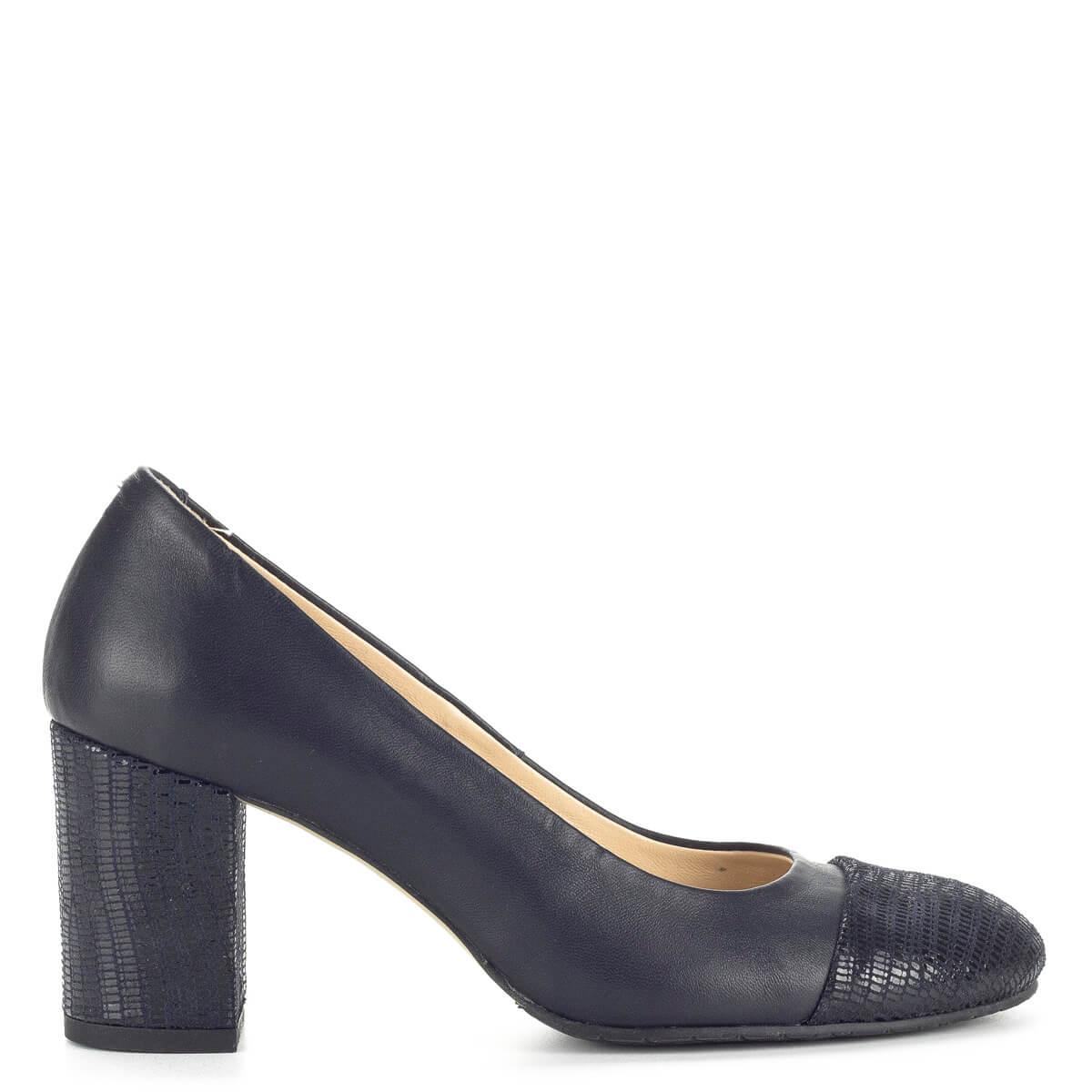 a01cc8cea7 ... Clarette kék magassarkú női cipő bőr béléssel és bőr felsőrésszel.  Csinos, elegáns női cipő ...