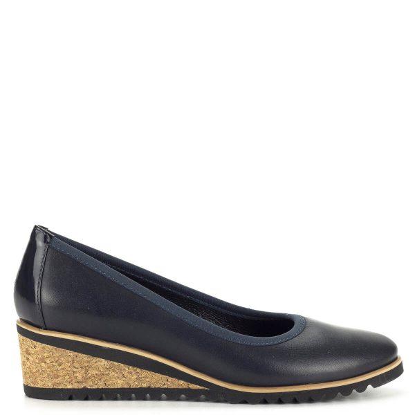 Kék Bioeco női cipő 5 cm magas telitalppal, kívül-belül bőrből készült. Az átmeneti időszak kedvelt fazonja, mert kényelmes, strapabíró és számos öltözékhez kiválóan társítható.