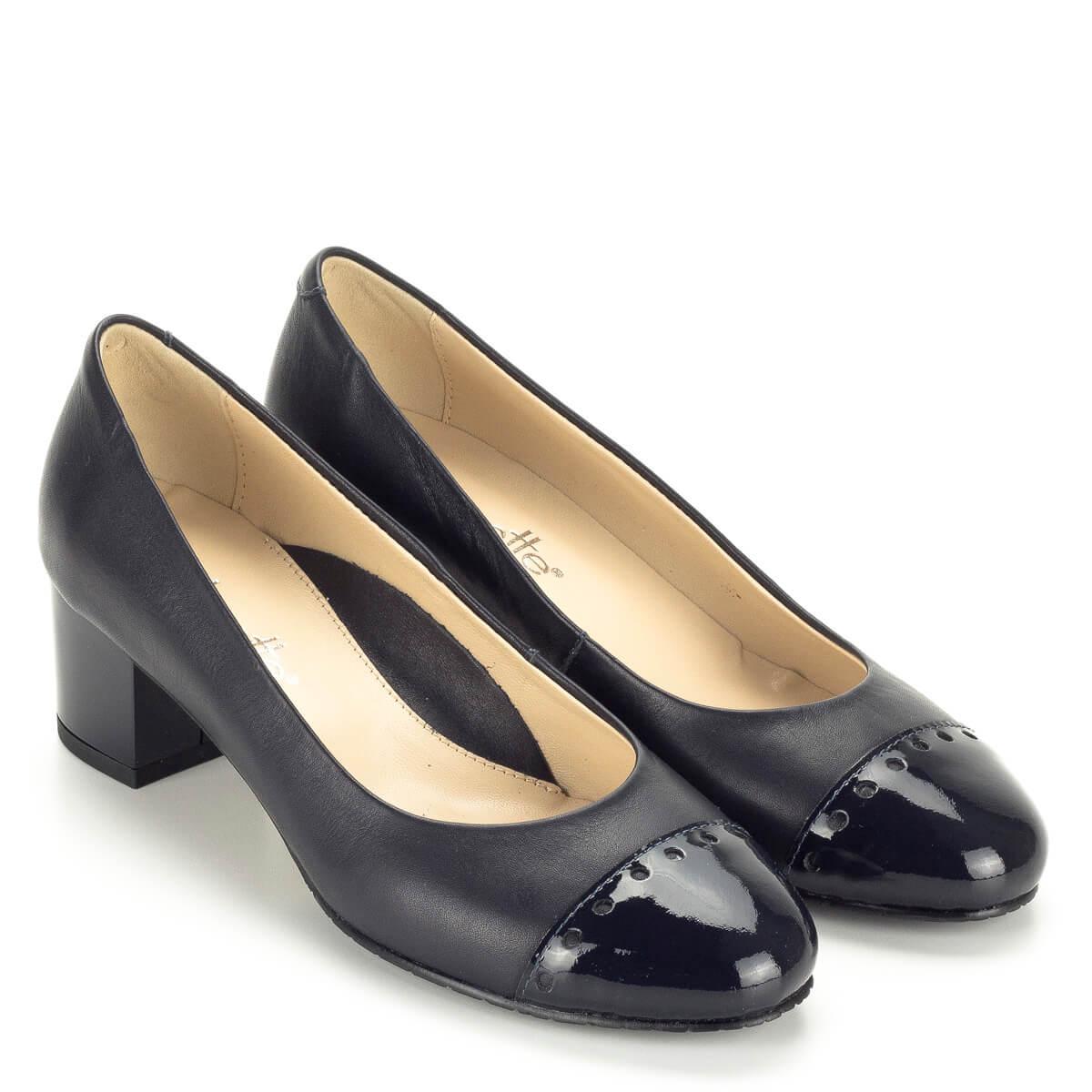 63fd75147c Kis sarkú kék Clarette női bőr cipő bőr béléssel, orrán lakk.