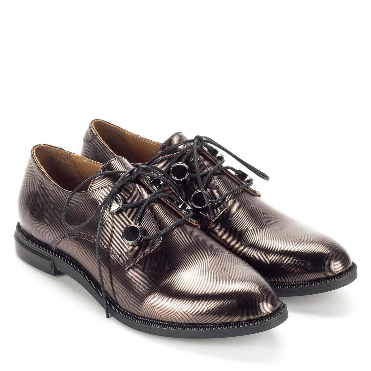 Pemla fűzős női cipő bronz színben lapos sarokkal. Anyaga bőr. A zárt fűzős  cipők ... 49e030ed3d