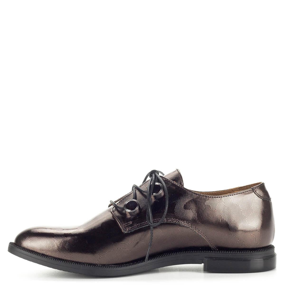 A zárt fűzős cipők  Pemla fűzős női cipő bronz színben lapos sarokkal. Anyaga  bőr. A zárt fűzős cipők 12384ae7ff