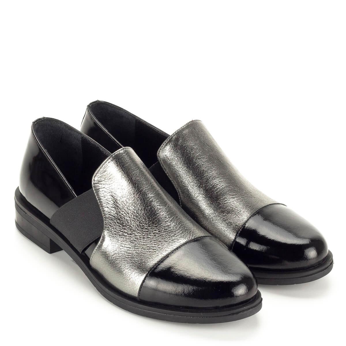 Sherlock Soon női bőr félcipő fekete lakk bőr és ezüst bőr kombinálásával.  A cipő enyhén ... 5b5f0475c3