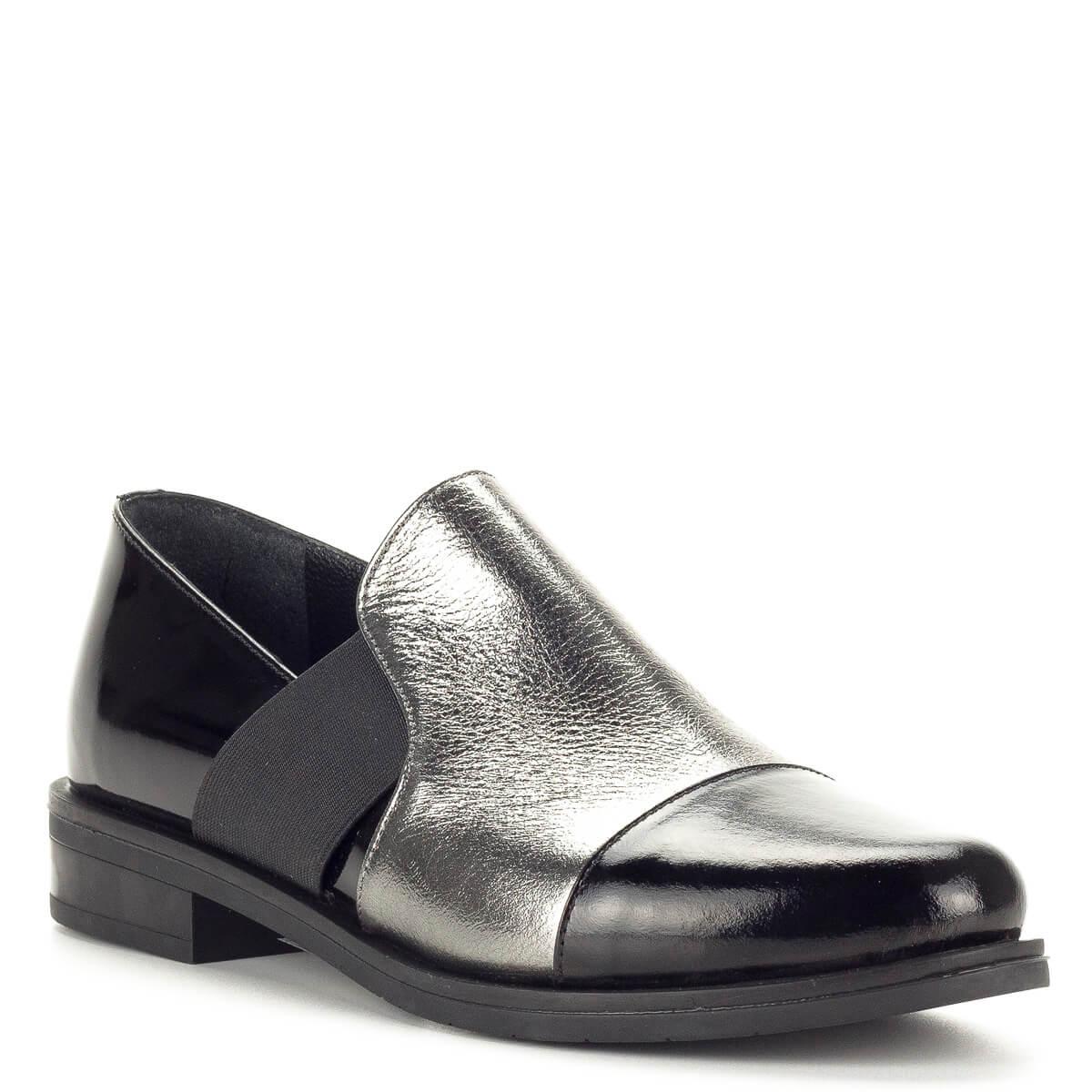 fa261d1281 A cipő enyhén; Sherlock Soon női bőr félcipő fekete lakk bőr és ezüst bőr  kombinálásával.