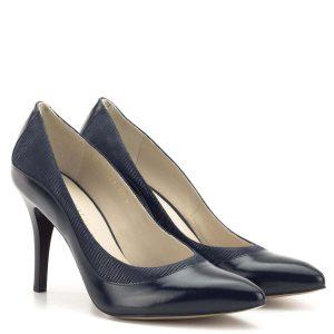 Anis cipő kék színben, anyagában mintás bőr betéttel. Sarka 9 cm magas, kiváló sarokállású, kényelmes magas sarkú női cipő. Bélése bőr.