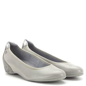 44b8556370 Telitalpú Tamaris cipő memóriahabos Tamaris Touch It talpbéléssel. A cipő  sarka bevont, kérgén mintás