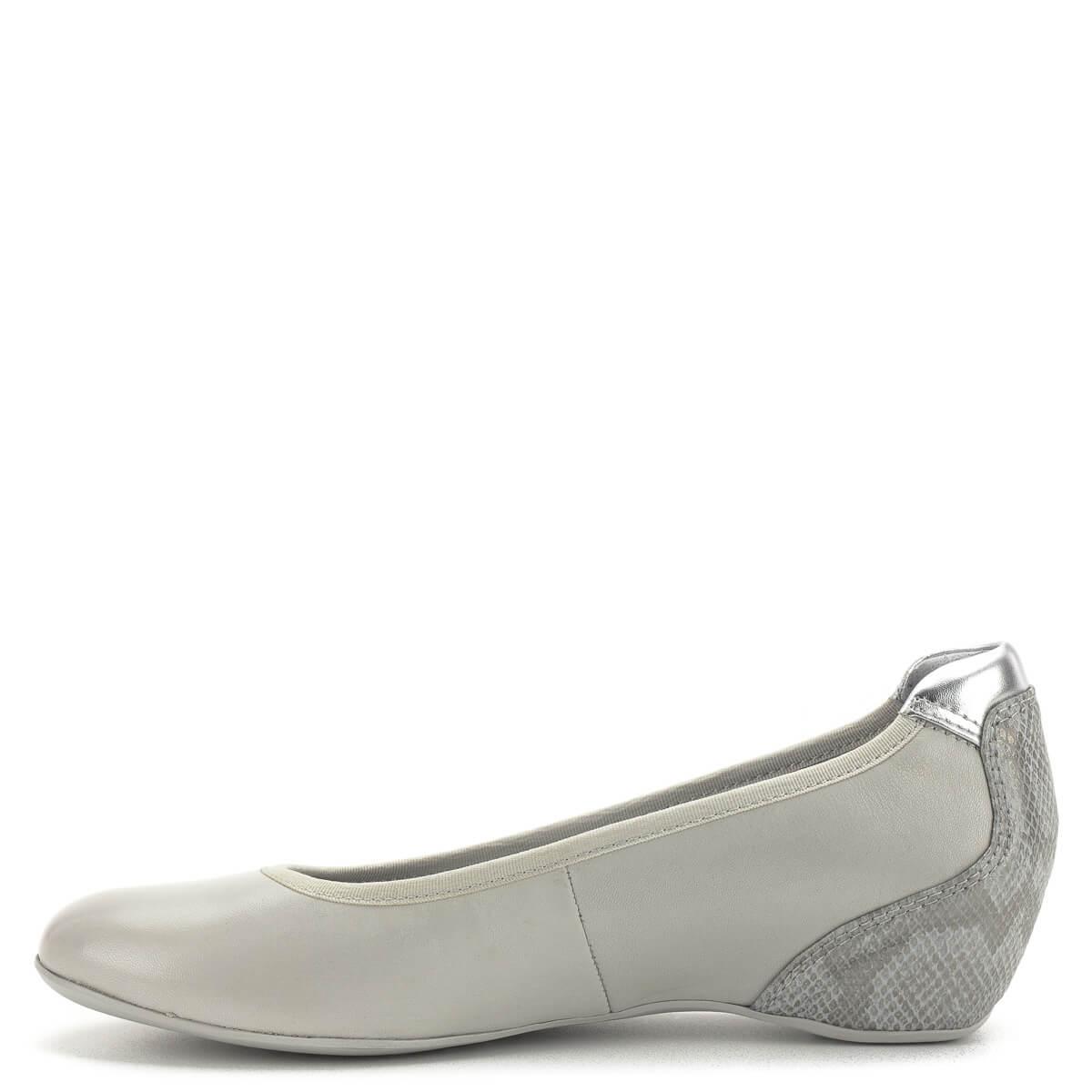 e333aa5a9dd9 ... Telitalpú Tamaris cipő memóriahabos Tamaris Touch It talpbéléssel. A cipő  sarka bevont, kérgén mintás