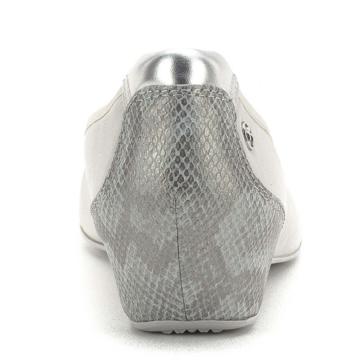 ba3124ff6ba2 ... Telitalpú Tamaris cipő memóriahabos Tamaris Touch It talpbéléssel. A cipő  sarka bevont, kérgén mintás ...