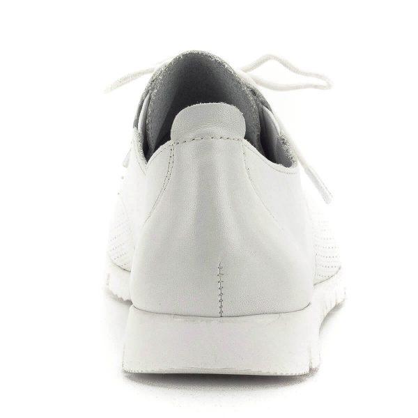 Fehér Tamaris cipő lapos talppal. Szellős bőr felsőrésszel és kivehető talpbetéttel készült. Puha, kényelmes, tavasztól őszig hordható, a Tamaris új kollekciójának darabja. - Tamaris 1-23200-22 117