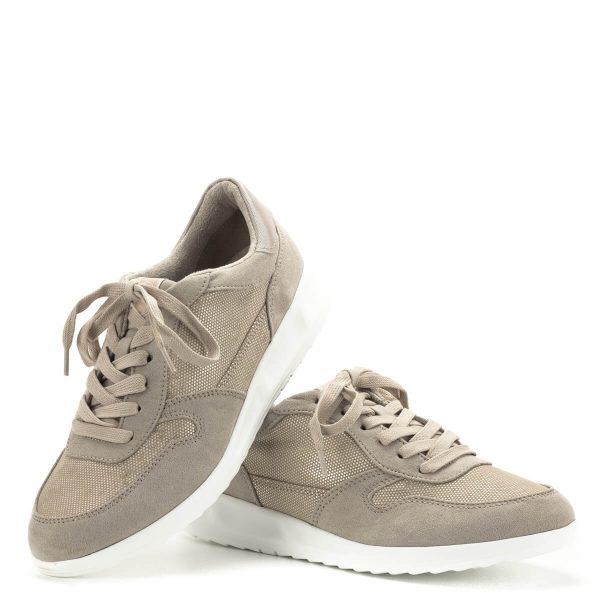 Tamaris cipő drapp színben. Könnyű szellős felsőrésszel készült, pillekönnyű gumi talppal és kivehető talpbetéttel. A fűzős Tamaris cipő tökéletes választás a hétköznapokba, iskolába, szoknyához és nadrághoz egyaránt. A Tamaris új kollekciójának egyik kedvence.