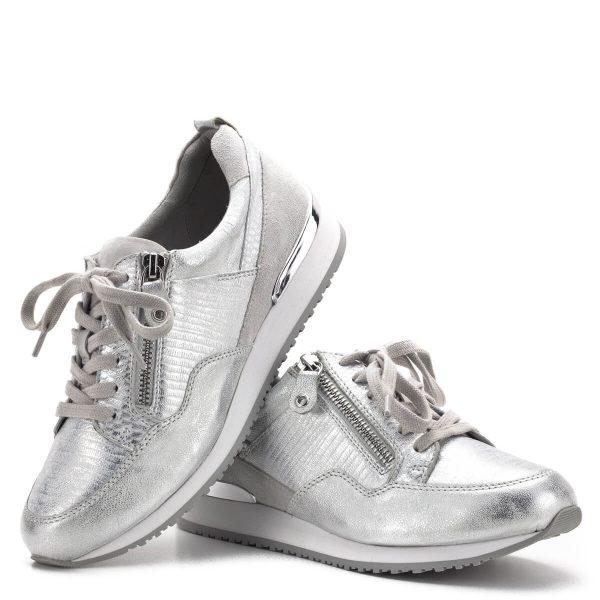 Caprice cipő - Ezüst színű Caprice sportcipő bőrből, bőr béléssel. Sarkát csillogó ezüst betét díszíti. Nagyon kényelmes, vajpuha bőr cipő, külső oldalán cipzárral - Caprice 9-23600-22 943