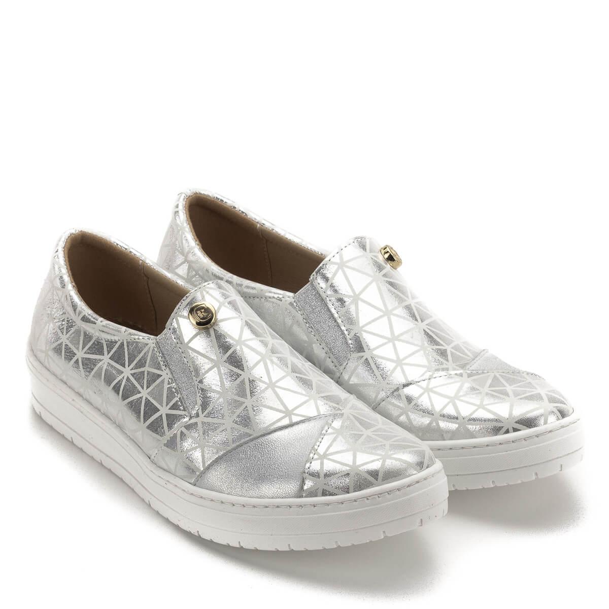 6cb06774ce Carla Ricci cipő, lábfejen zárt, gumi betéttel. Ezüst színű bőrből, bőr  béléssel ...