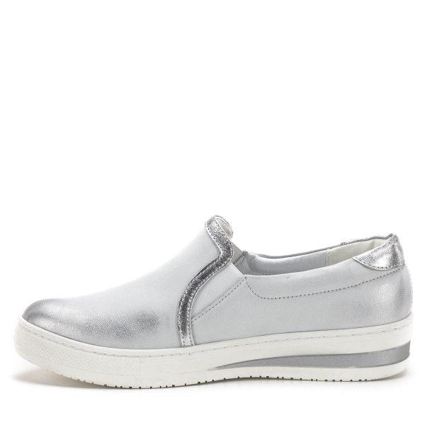 Carla Ricci cipő fehér-ezüst színben, vastag gumi talppal. Kényelmes zárt női cipő, bélése és felsőrésze is bőrből készült. A cipő két oldalán gumi toldás található.
