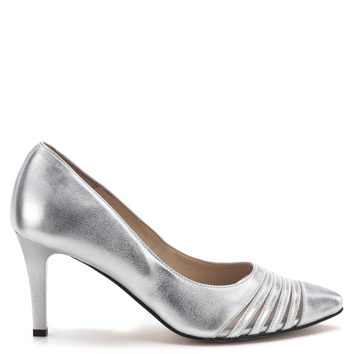 1d69a4e7c6 Kívül-belül; Carla Ricci cipő ezüst színben, 7,5 cm magas sarokkal.