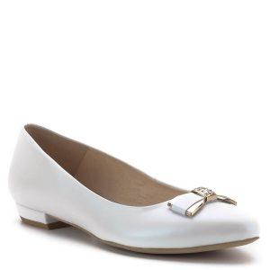 Carla Ricci cipő lapos sarokkal. Alkalmi cipő gyöngyházfehér színben, elején arany színű köves masni díszítéssel. Orra enyhén nyújtott, a cipő kívül-belül bőrből készült. Sarka enyhén emelt, a lapos balerina cipők koncepciója alapján készült elegáns női cipő. Hétköznapi és alkalmi viseletnek egyaránt ajánljuk.