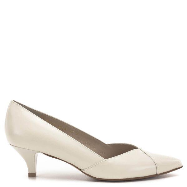 Anis cipő hegyes orral, bézs színben. 4,5 centis törpesarokkal készült, anyaga kívül belül bőr. Nagyon elegáns cipő, magas- és a magassarkú cipőket nem szívesen hordó hölgyeknek kiváló megoldás az elegáns cipő problémájára - Anis cipő - Anis 3656 EKRI