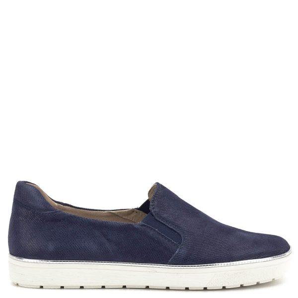 Caprice cipő fehér gumi talppal, kék színű, strukturált mintázatú bőr felsőrésszel, bőr béléssel. Oldalán vékony ezüst színű csík fut. A könnyed Caprice slipon tavasztól őszig kiváló viselet - Caprice 9-24662-22 802