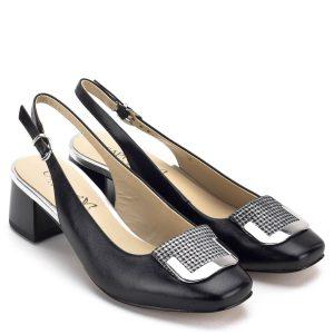 """Caprice szandálcipő kényelmes """"kocka"""" sarokkal. Elején fém dísz található, sarokpántja csatos. A szandál kívül-belül természetes bőrből készült, puha, kiváló minőségű cipő. A Caprice tavasz-nyári kollekciójának újdonsága. - Caprice 1-29500-22 039"""