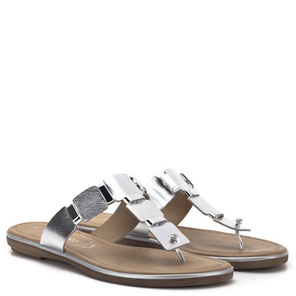 Marco Tozzi papucs ezüst bőr felsőrésszel, ezüst fém részekkel. A Marco Tozzi 2019-es nyári kollekciójának része - Marco Tozzi 2-27123-22 941